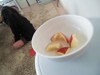 皮だけ残されたりんご